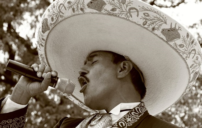 Image `The Passion of the Mariachi`, Codo, Chicago, Illinois, USA, via Wikimedia Commons [CC BY-SA 2.0]