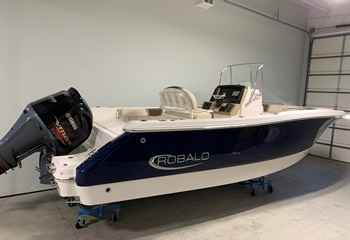 2021 Robalo R230 Biscayne Blue/White  Boat
