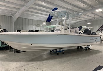 2021 Robalo 246 Cayman Ice Blue/White (ON ORDER) Boat