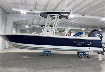 2021 Robalo 246 Cayman Biscayne Blue Boat