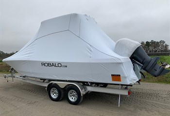 2021 Robalo 246 Cayman Ice Blue Boat