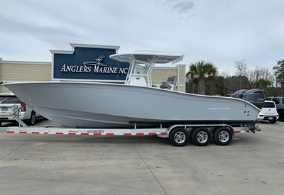 2021 Cape Horn 31T Whisper Gray/**New 70-gallon livewell** (IN STOCK)